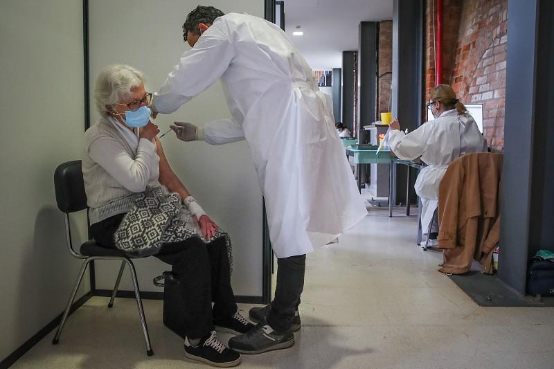 Cruz Vermelha acusada de contratar enfermeiros via WhatsApp sem confirmar validade da cédula profissional