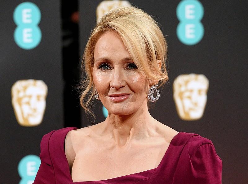 Escritora J.K. Rowling rejeita ligação de universo Harry Potter à ...