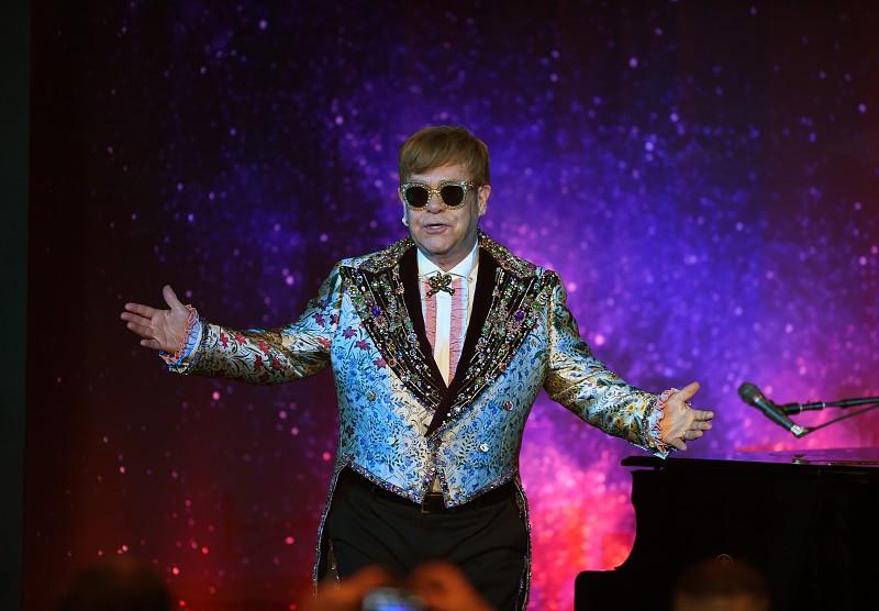 Elton John insulta seguranças durante concerto e vídeo torna-se viral