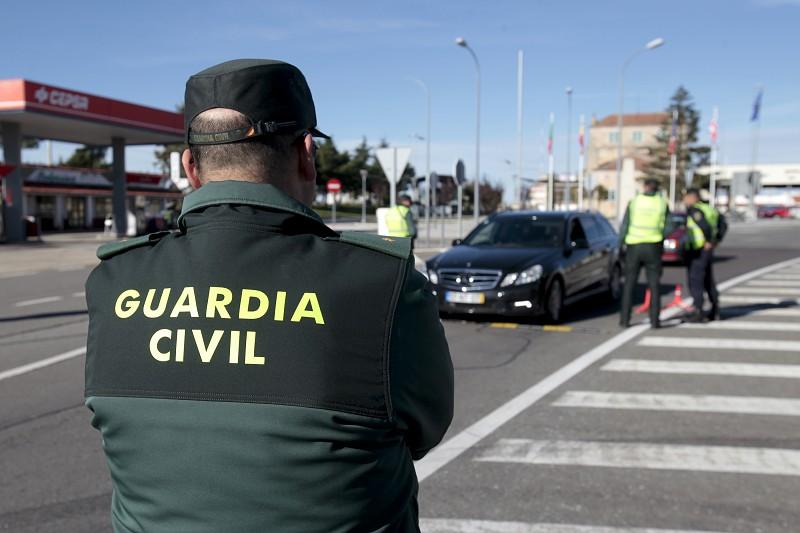 Covid-19: Polícia espanhola obriga autocarro a regressar a ...