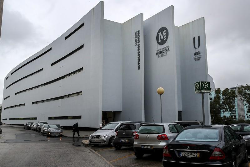 Resultado de imagem para Covid-19. Faculdade de Medicina de Lisboa suspende aulas com doentes
