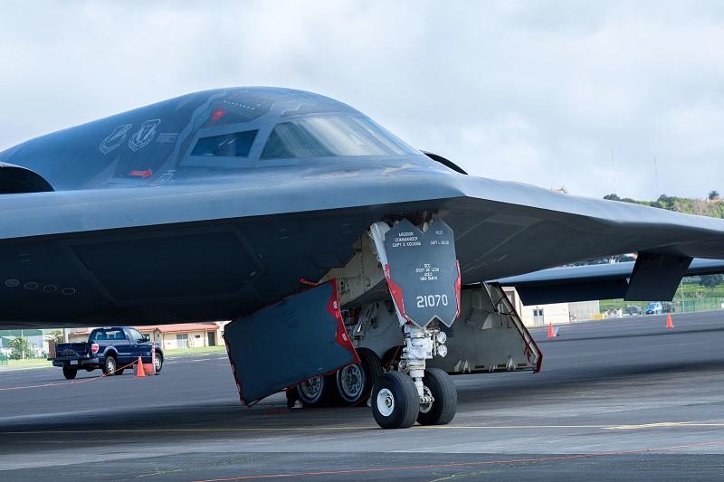 Bombardeiros B2 americanos testaram hoje na base das Lajes capacidade de resposta dos Estados Unidos