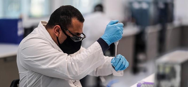 COVID-19: AstraZeneca suspende teste de vacina após reação adversa em  voluntário - Atualidade - SAPO Lifestyle