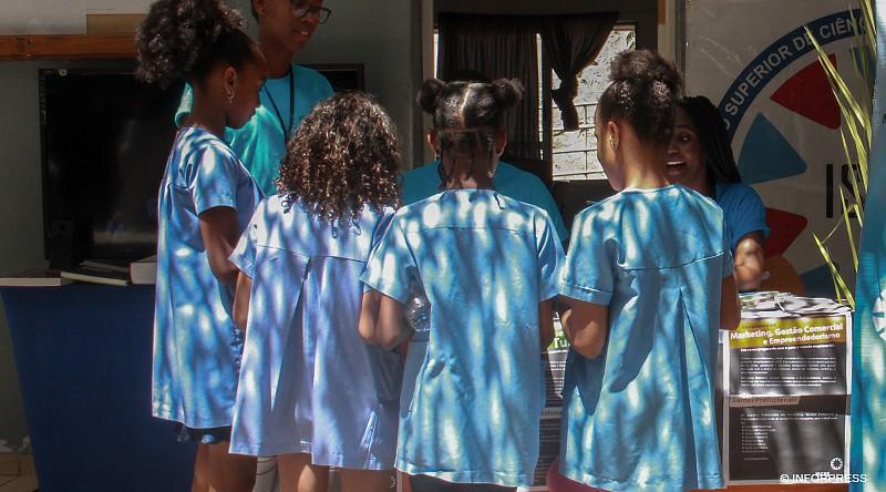 Covid-19: Cabo Verde com 'tele' e 'rádio' aulas a partir de 27 de abril no primeiro ciclo