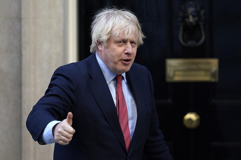 Reino Unido promete passaporte britânico a milhões de residentes ...