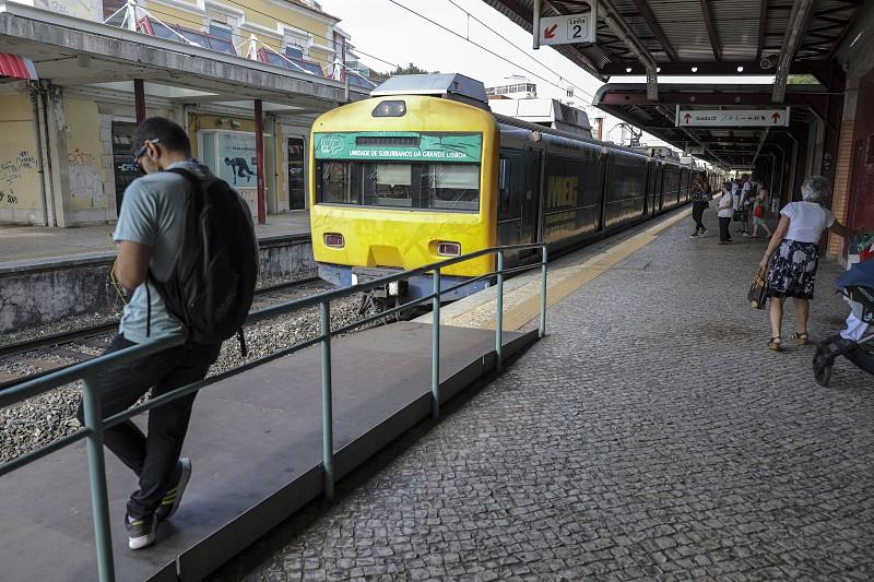 Bruxelas aprova 50 milhões de euros para a modernização da linha de Cascais