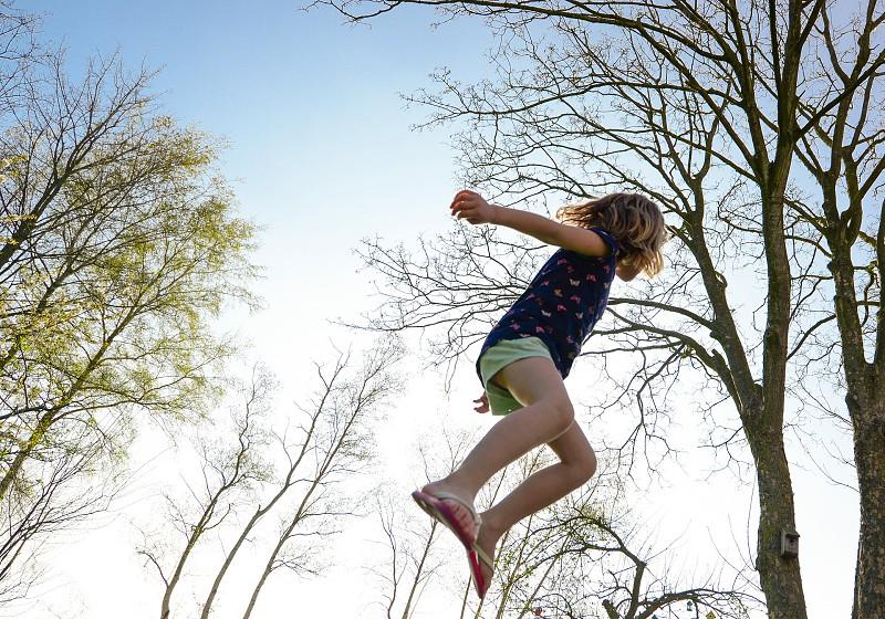 Estudo revela que ligação à natureza torna as crianças mais felizes