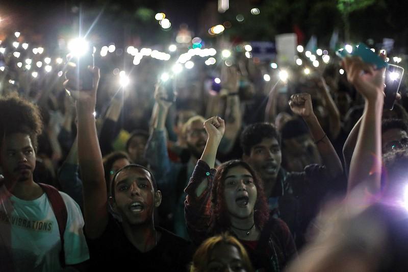 Resultado de imagem para Brasil lança campanha pela abstinência sexual entre os jovens