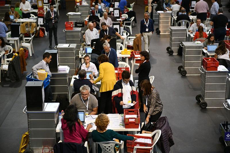Resultado de imagem para PSD apresenta queixa quanto aos votos da emigração. Publicação dos resultados das eleições suspensa