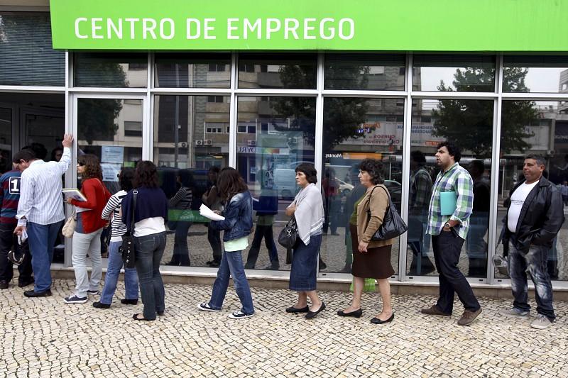 Número de desempregados inscritos dispara 34% em maio - Economia ...