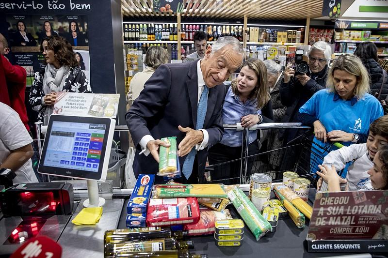 Resultado de imagem para Banco Alimentar recolhe mais de mil toneladas no primeiro dia de campanha. Hoje ainda pode dar o seu contributo