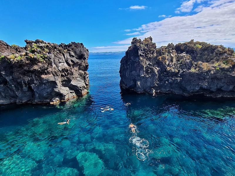 Ilha do Pico: Descobre as melhores zonas balneares para dar um mergulho no Atlântico