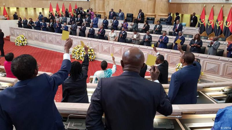 Com forte rejeição, presidente da CNE toma posse em Angola
