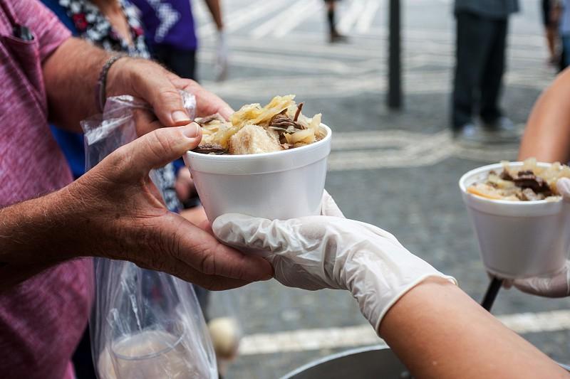 Fundação Sporting oferece almoço e apoio médico aos sem-abrigo ...