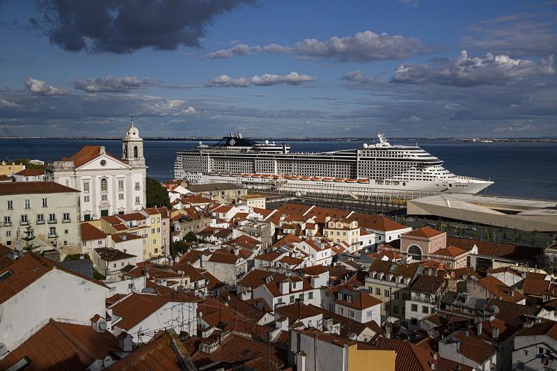 Covid-19: Com máxima segurança, passageiros do navio despedem-se de Lisboa