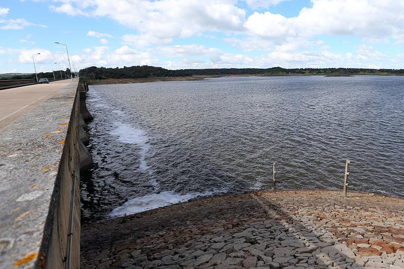 Resultado de imagem para Vinte e três albufeiras com menos de 40% de água no final de agosto