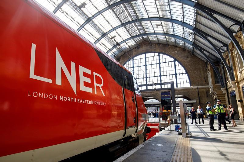 Covid-19: Comboios ameaçam falência no Reino Unido. Governo britânico assume controlo dos serviços ferroviários