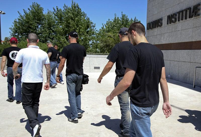 Ministério Público pede julgamento de 27 arguidos dos hammerskins ...