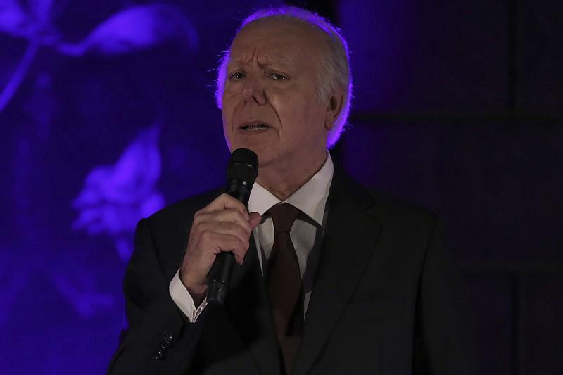 """Carlos do Carmo edita """"E Ainda…"""", novo álbum em que canta Sophia, Saramago e Herberto Helder"""