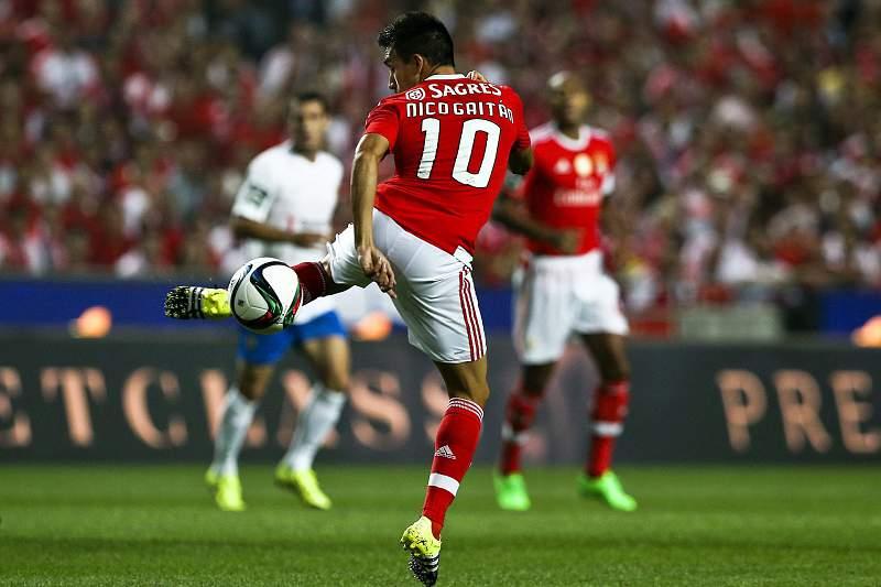 Benfica vence Estoril