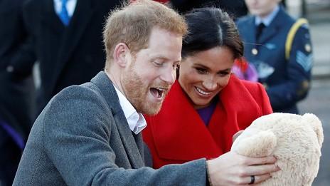 fb2cdda09 Meghan Markle dá à luz um menino