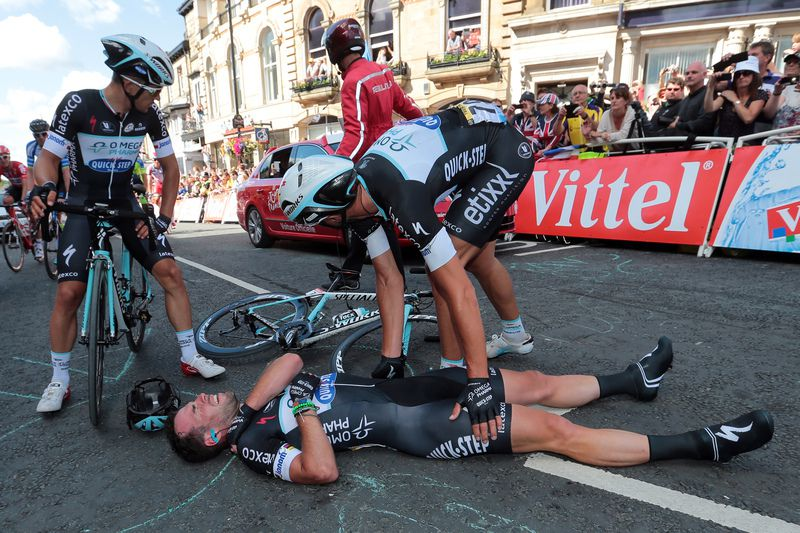 Cavendish cai no Tour • Cavendish cai na 1.ª etapa do Tour • AFP