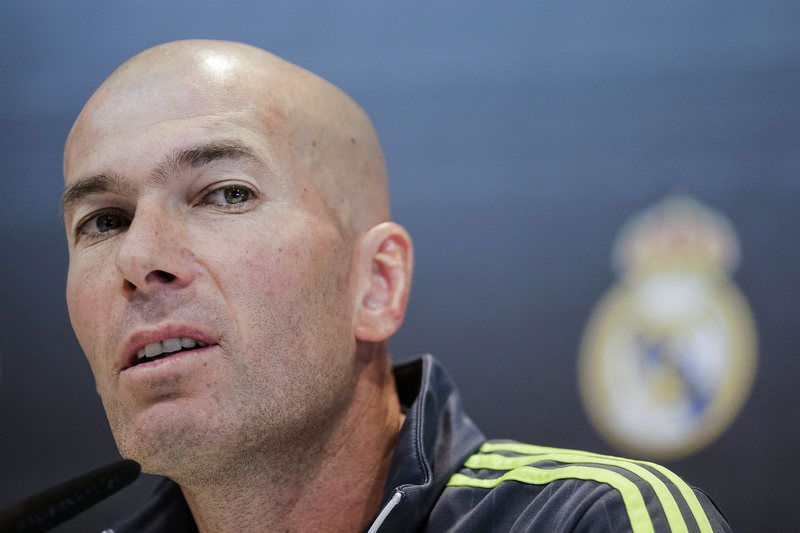 REAL MADRID PRESSER • epa05104872 Head coach of Real Madrid, French Zinedine Zidane, holds a press conference following a training session at Valdebebas sports city in Madrid, Spain, 16 January 2016. Real Madrid will face Sporting Gijon in a Spanish Primera Division League soccer match on 17 January.  EPA/Emilio Naranjo • Lusa