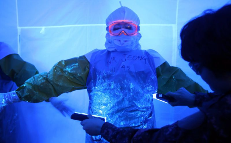 epa04557869 A suit to protect medical workers from the Ebola virus is tested at a medical center in Daejeon, South Chungcheong Province, 13 January 2015. Last week, South Korea sent a group of five doctors and four nurses to Britain for safety training before flying to Sierra Leone on for a four-week mission. Seoul plans to send a total of 30 medical staff members to Sierra Leone.  EPA/YONHAP SOUTH KOREA OUT