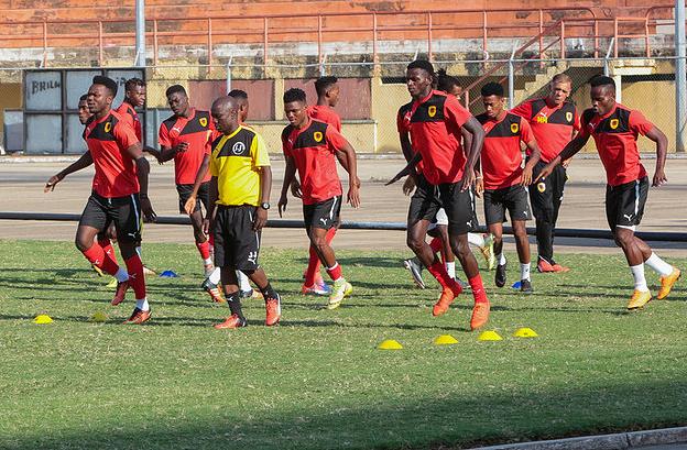 Futebol/Angola: Palancas Negras já no Egito para o CAN2019