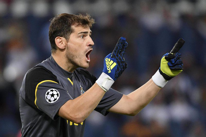 AS Roma vs FC Porto • epa05507923 Porto's goalkeeper Iker Casillas during the UEFA Champions League qualification playoff round second leg soccer match between AS Roma and FC Porto at Stadio Olimpico in Rome, Italy, 23 August 2016.  EPA/MAURIZIO BRAMBATTI • Lusa