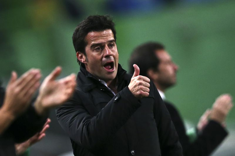 Sporting vs Estoril-Praia • Sporting's head coach Marco SIlva gestures during the Portuguese First League soccer match held against Estoril-Praia at Alvalade stadium in Lisbon, Portugal, 03 January 2015. MANUEL DE ALMEIDA/LUSA • © 2015