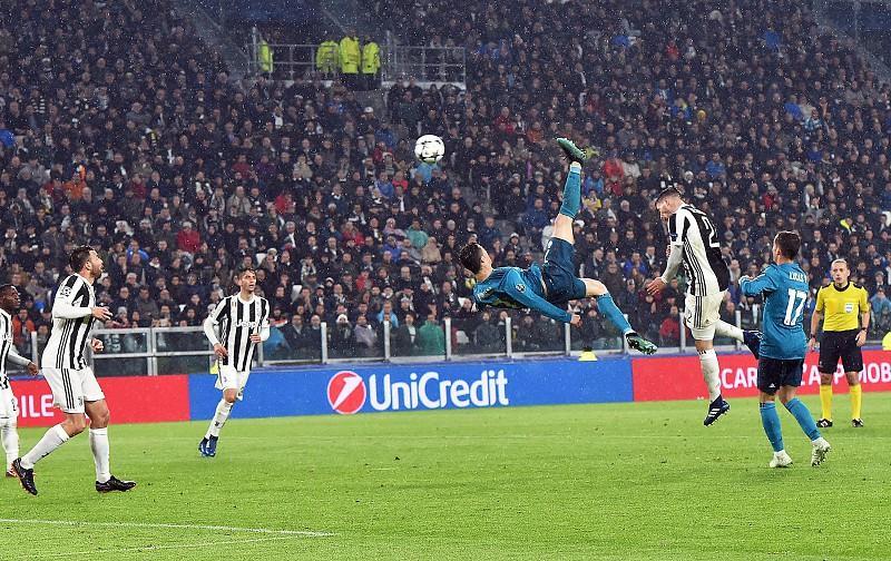LeBron James rendido à 'bicicleta' de Cristiano Ronaldo