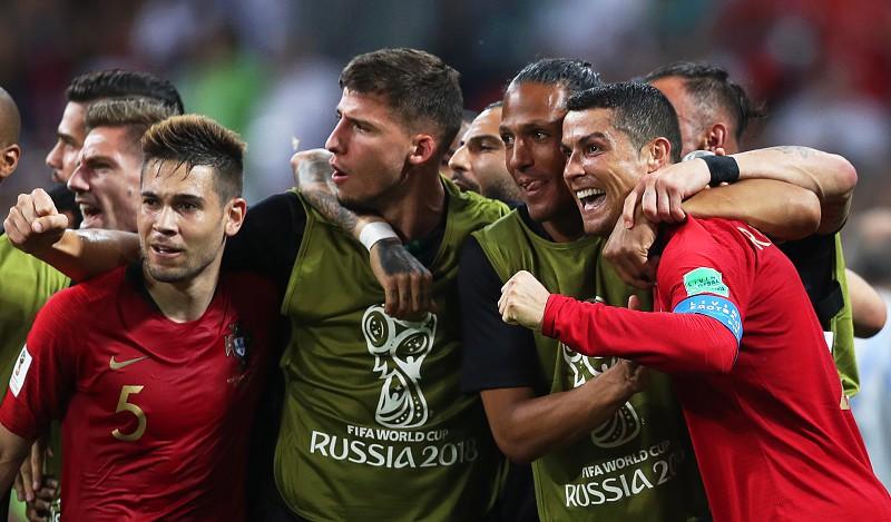 c438c50e23 Portugal 3-3 Espanha  Hat-trick de Ronaldo segura o forte contra Espanha