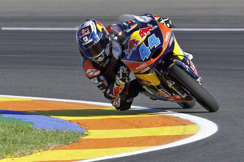 Motorcycling - Valencia Grand Prix • epa05013903 Portuguese Moto2 rider Miguel Oliveira of Red Bull KTM takes a bend during the free training session held at the Ricardo Tomo circuit in Valencia, Spain, 06 November 2015. The Valencia Grand Prix will take place 08 November 2015.  EPA/MANUEL BRUQUE • Lusa