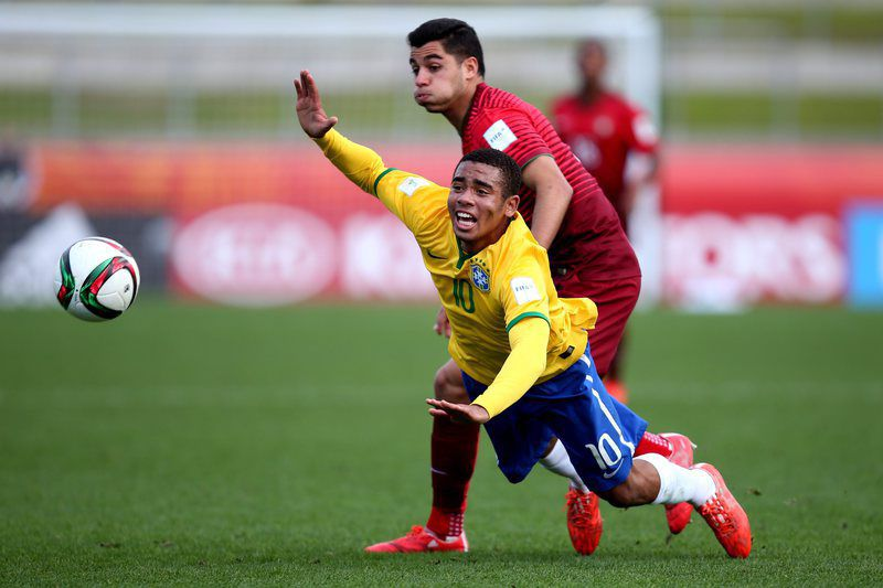Quarter Final - Brazil vs Portugal • epa04798328 Gabriel Jesus of Brazil (L) in action against Rafa of Portugal during the FIFA Under-20 World Cup 2015 quarter-final soccer match between Brazil and Portugal in Hamilton, New Zealand, 14 June 2015.  EPA/JOEL FORD EDITORIAL USE ONLY NOT USED IN ASSOCATION WITH ANY COMMERCIAL ENTITY - IMAGES MUST NOT BE USED IN ANY FORM OF ALERT OR PUSH SERVICE OF ANY KIND INCLUDING VIA MOBILE ALERT SERVICES, DOWNLOADS TO MOBILE DEVICES OR MMS MESSAGING • Lusa