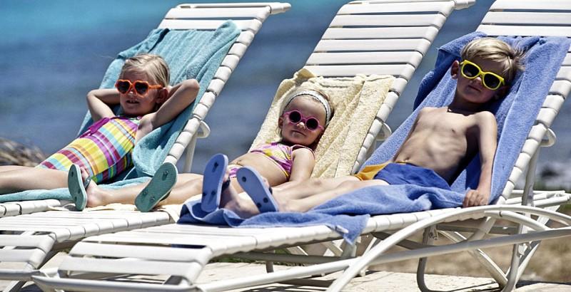 ab94e9da4 O meu filho deve usar óculos de sol? Médica tira todas as teimas ...