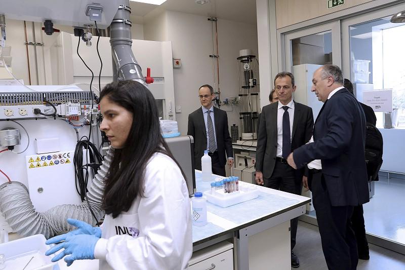 Resultado de imagem para São jovens, cientistas, otimistas e estão a impulsionar a ciência na Europa a partir de Braga