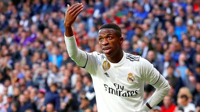 La Liga  Autogolo e penálti aos 88 salvam Real Madrid em casa frente ao  Valladolid e61f039f2a33c