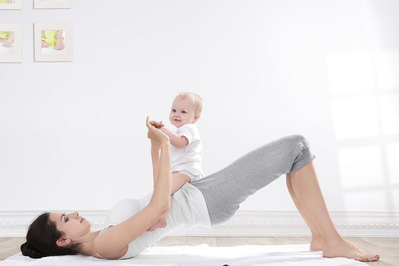 6 exercícios de fitness para mães (muito) ocupadas
