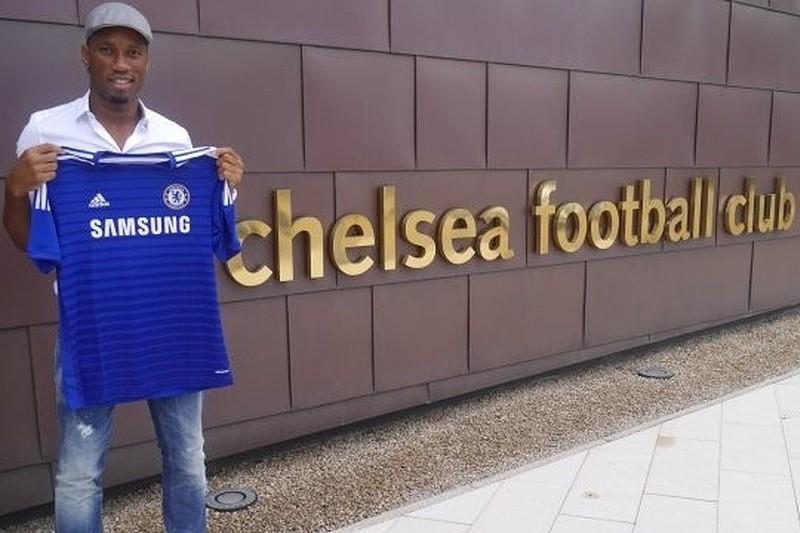 Didier Drogba volta para os braços do
