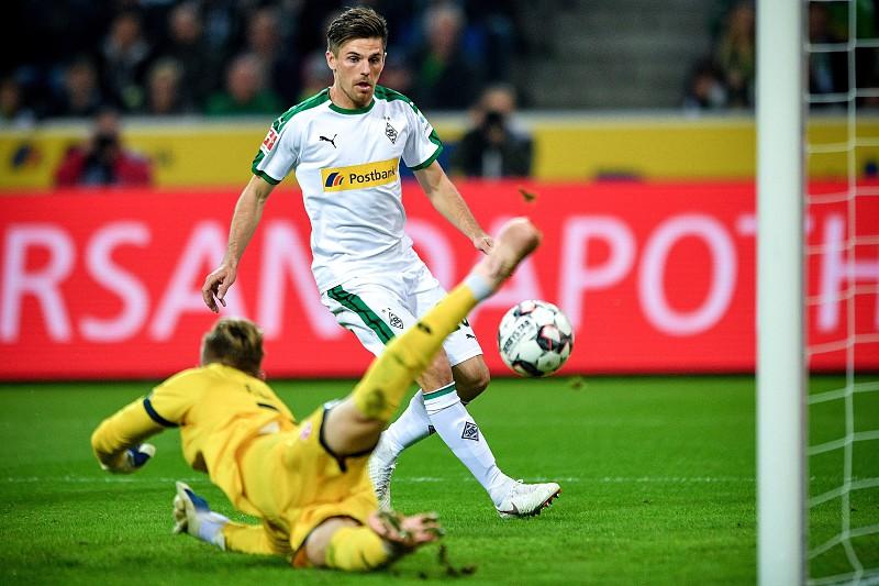 Borussia Moenchengladbach goleia e mantém segundo lugar da Bundesliga 42efb0fdccee2