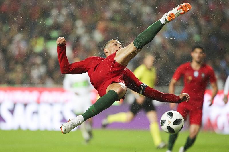 36f9b6bbff As melhores imagens do Portugal-Argélia  a bicicleta de Ronaldo