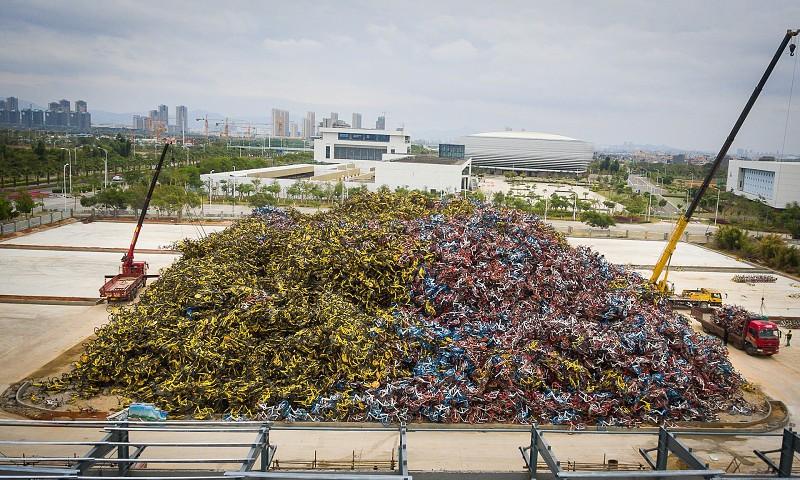 Um cemitério de bicicletas na China. É isto que fica quando uma empresa de bike sharing chega à falência