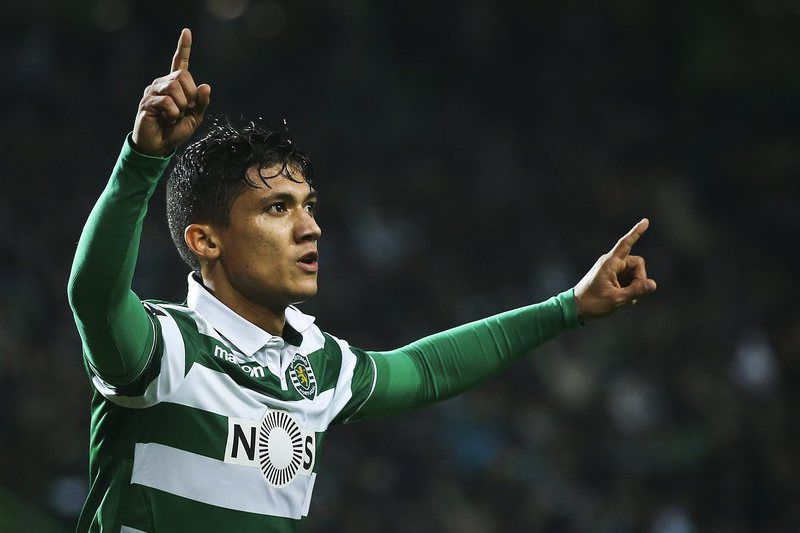 Sporting vs SC Braga • epa05095907 Sporting`s Fredy Montero celebrates scoring the 2-2 against SC Braga during their Portuguese First League soccer match held at Alvalade stadium, in Lisbon, Portugal, 10 January 2016.  EPA/MARIO CRUZ • Lusa