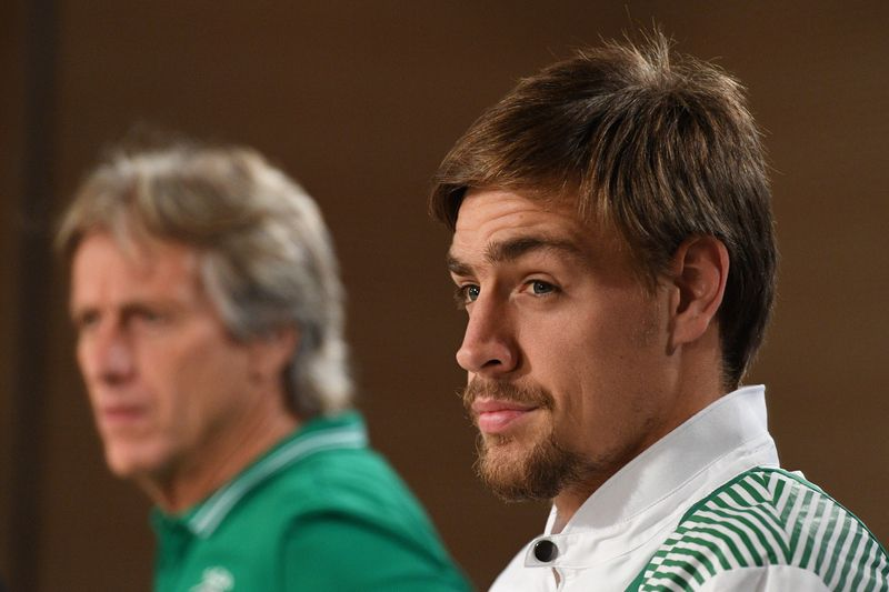 Jorge Jesus e Coates • Jorge Jesus e Coates na antevisão do embate frente ao Real Madrid • AFP or licensors