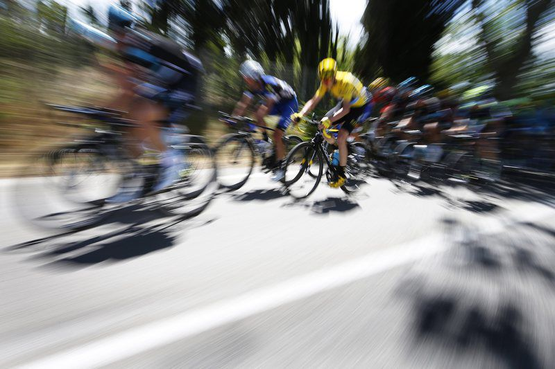Tour de France 2016 - 12th stage • epa05424382 British rider Christopher Froome (C) of Team Sky wears the overall leader's yellow jersey during the 12th stage of the 103rd edition of the Tour de France cycling race over 178km between Montpellier and Mont Ventoux, France, 14 July 2016.  EPA/YOAN VALAT • Lusa