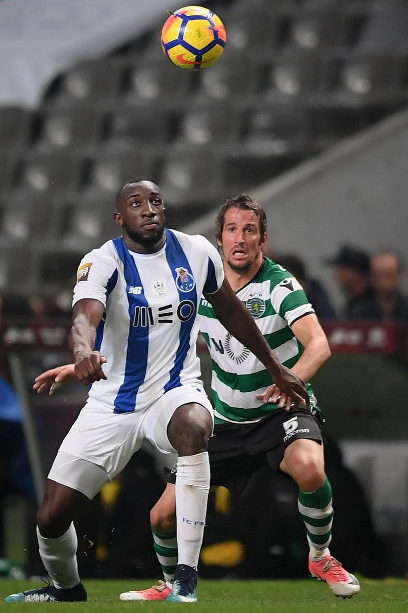 Fábio Coentrão falha jogo com Tondela por cuspidela no estádio do Dragão 7fa62da83988f