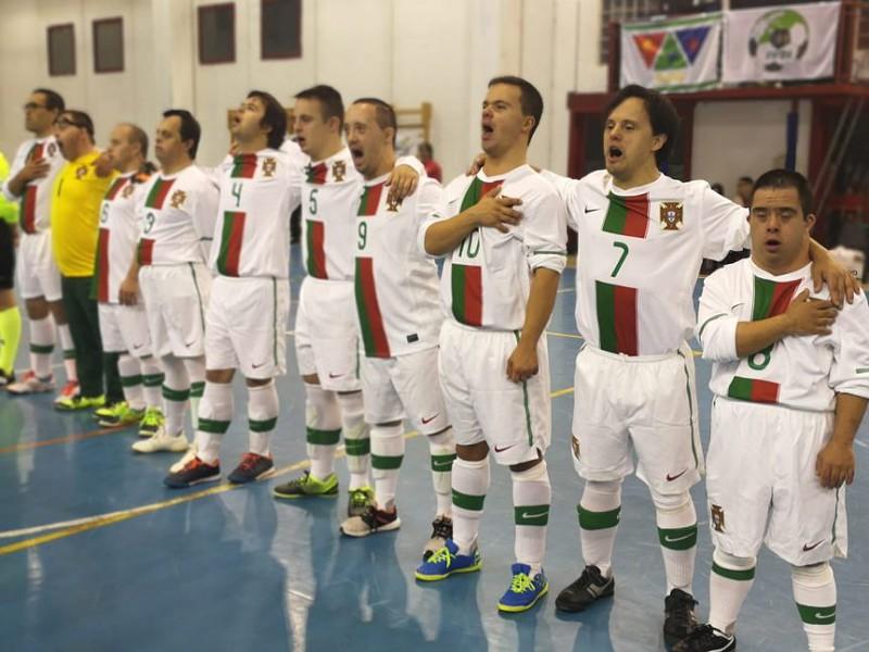 Portugal sagra-se campeão europeu de futsal para atletas com síndrome de  Down a64ec6ab8c25a