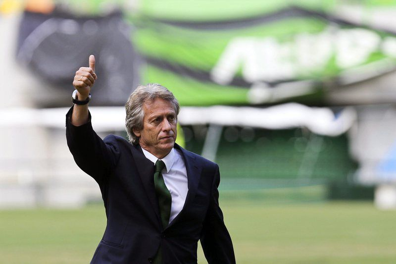 New Sporting coach Jorge Jesus • epa04827022 Sporting's new coach Jorge Jesus greets fans during his presentation as new head coach of Portuguese soccer club Sporting Lisbon at Alvaladade Stadium in Lisbon, Portugal, 01 July 2015. Jorge Jesus signed a three-year-contract.  EPA/MIGUEL A. LOPES