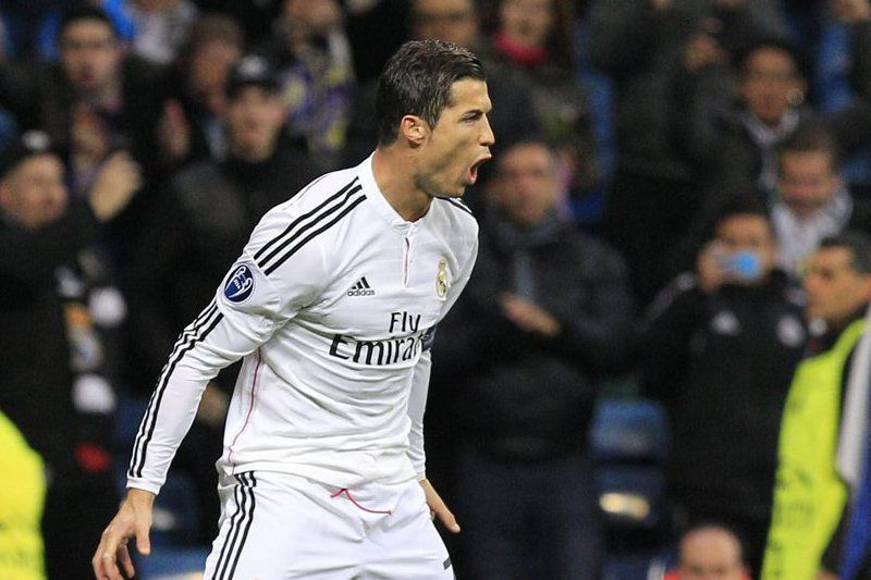 Ronaldo celebra o golo frente ao Ludogorets • Real Madrid's Portuguese striker Cristiano Ronaldo celebrates after scoring the 1-0 goal during the UEFA Champions League group B soccer match between Real Madrid and Ludogorets at Santiago Bernabeu stadium, in Madrid, Spain, 09 December 2014.  • EPA/Alberto Martin